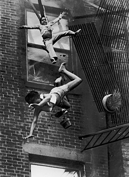 Stanley Formanfs 1975 photo of a woman and child falling from a broken fire escape during an apartment house fire in Bostondeath2.jpg